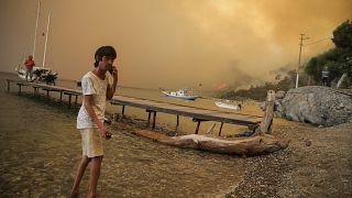 Огонь подступает к морю, провинция Мугла, 1 августа 2021 г.