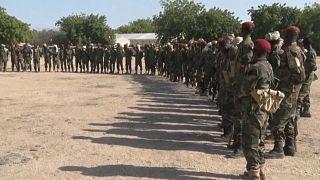 Des militaires tchadiens en patrouille près du lac tchad, le 5 août 2021.