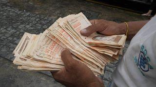 Wegen der extremen Inflation: Venezuela streicht 6 Nullen