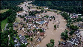 نهر آهر يدمّر المنازل والبنى التحتية أثناء الفيضانات التي ضربت مناطق غرب ألمانيا منتصف شهر تموز/يوليو