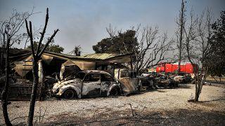 Incendi, tutto contro la Grecia: il vento non aiuta i vigili