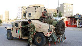 Talibãs conquistam duas capitais regionais do Afeganistão em menos de 24 horas