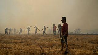 لليوم ال11 على التوالي اليونان تكافح الحرائق وعمليات إجلاء جماعية