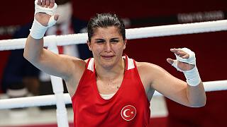 Tokyo Olimpiyat Oyunları'nda boksta kadınlar 69 kiloda Busenaz Sürmeneli, altın madalya kazandı