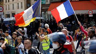 """Францию охватили акции протеста против """"санитарной диктатуры"""""""