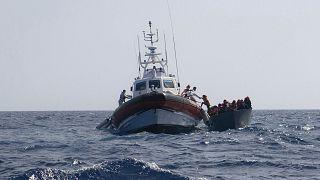 Sea Watch desembarca migrantes resgatados na Sicília