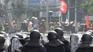 تظاهرات ضددولتی در تایلند با دخالت پلیس به خشونت کشیده شد