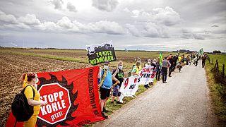 Une chaîne humaine contre le charbon : mobilisation contre une mine dans l'ouest de l'Allemagne