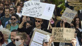 بزرگترین تظاهرات فرانسویها علیه «گواهی بهداشت»؛ حضور پررنگ راست و چپهای افراطی