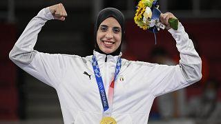 لاعبة الكاراتيه المصرية فريال أشرف بعد حصولها على الميدالية الذهبية