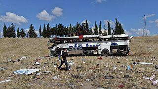 Mortal accidente de tráfico en Turquía al volcar un autobús tras salirse de la autopista