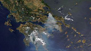 Δορυφορική εικόνα από τις φωτιές σε Αττική και Εύβοια