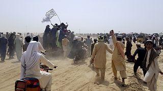 Tálib felvonulás az afganisztáni-pakisztáni határon