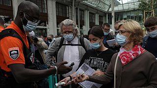 تصمیم دولت فرانسه برای ارائه گواهینامه واکسیناسیون اعتراضهای زیادی را در این کشور به همراه داشته است.