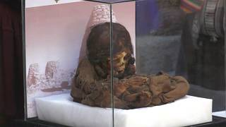 Saphi, la 'niña momia' de origen inca devuelta a Bolivia, durante el ritual de su nombramiento en La Paz, Bolivia