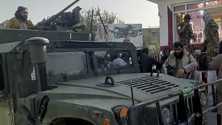 Tálib harcosok Kunduzban a tartományi székhely elfoglalása után