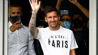 Messi arrives in Paris
