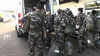 Militari francesi pronti per l'emergenza in Martinica.