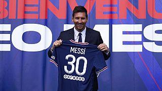 Leo Messi con la nuova maglia numero 30.