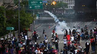 معترضان به سیاستهای دولت تایلند در مقابله با شیوع کرونا
