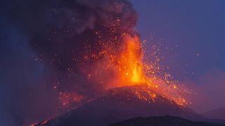 بركان إيتنا في صقلية- إيطاليا.