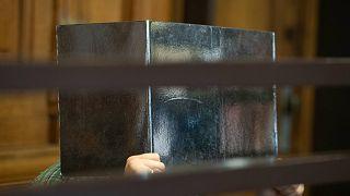 المدعى عليه المشتبه في قتله لرجل وأكل أجزاء من جسده يجلس في قاعة محكمة في برلين، ألمانيا، الثلاثاء 10 أغسطس 2021