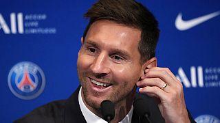 Lionel Messi'nin imza töreni sırasında oldukça neşeli olması gözlerden kaçmadı.