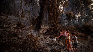 La antigua Olympia y la isla de Eubea centran los esfuerzos de los bomberos en Grecia