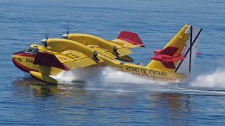 İspanyol Canadair yangın söndürme uçağı