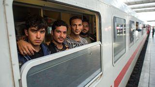 لاجئون من أفغانستان في محطة القطار المركزية في ميونيخ، ألمانيا