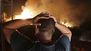 Tűz pusztít  Larbaa Nath Irathenben, Algéria fővárosától keletre