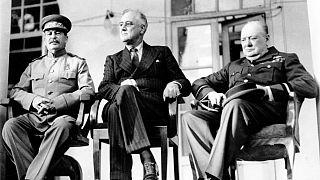 دیدار تاریخی روسای جمهوری آمریکا، روسیه و بریتانیا در ایوان سفارت روسیه در تهران سال ۱۹۴۳