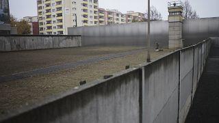 Berlino, 60 anni fa la costruzione del Muro: il racconto di chi è riuscito a scappare