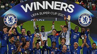 Les joueurs de Chelsea célébrant leur victoire après avoir remporté la Supercoupe d'Europe, à Belfast le 11 août 2021