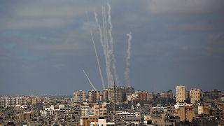 Gazze'de konuşlu Filistinli silahlı gruplar, İsrail'e roket saldırısında bulunurken ( 20 Mayıs 2021)