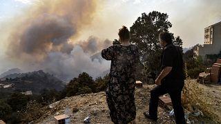 Algérie :  le bilan s'alourdit alors que les flammes font des ravages