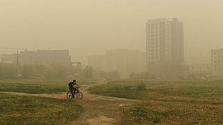 Fumo cobre cidade de Yakutsk, na Rússia