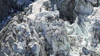 Alpes : le glacier de Planpincieux sous haute surveillance