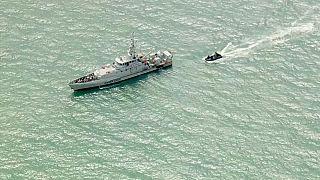 Operazione di salvataggio nella Manica da parte della Marina britannica