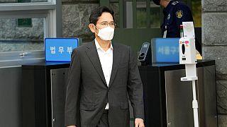 Libération conditionnelle de l'héritier et patron de Samsung