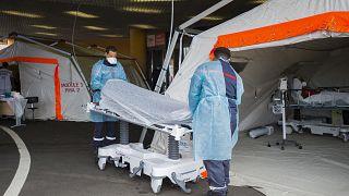 Des soignants au centre hospitalier universitaire (CHU) Pierre Zobda-Quitman de Fort-de-France, le 30 juillet 2021.