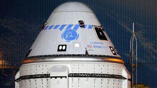 """عرض عن قرب للمركبة الفضائية  """"ستارلاينر CST-100"""" أثناء انطلاقها من منشأة بوينغ التجارية للشحن في مركز كينيدي للفضاء في كيب كانافيرال، فلوريدا، 17 يوليو 2021"""