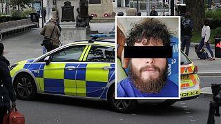 Rendőrautó Angliában és a gyanúsított képe