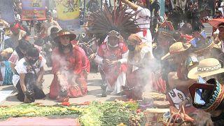 سكان أصليون في المكسيك يحسون ذكرى مرور 500 سنة على مقاومة الأزتيك للغزو الإسباني.