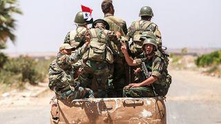 جنود سوريون عند معبر نصيب الحدودي مع الأردن في محافظة درعا الجنوبية في7 يوليو 2018.