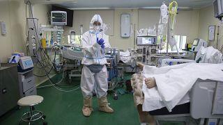 Napi 800 felett a koronavírus miatti halálos áldozatok száma Oroszországban