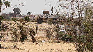 دورية حرس الحدود المصريين بالقرب من الحدود مع إسرائيل، مصر، الاثنين 6 أغسطس 2012