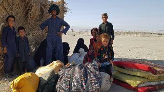 Афганская семья на границе с Пакистаном