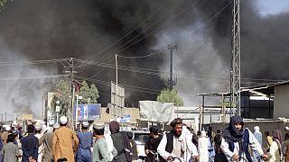 Καπνός στην Κανταχάρ στη διάρκεια μαχών Ταλιμπάν με Αφγανούς