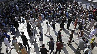 أفغان ينتظرون داخل مكتب الجوازات في كابول، أفغانستان، الأربعاء 30 يونيو 2021.